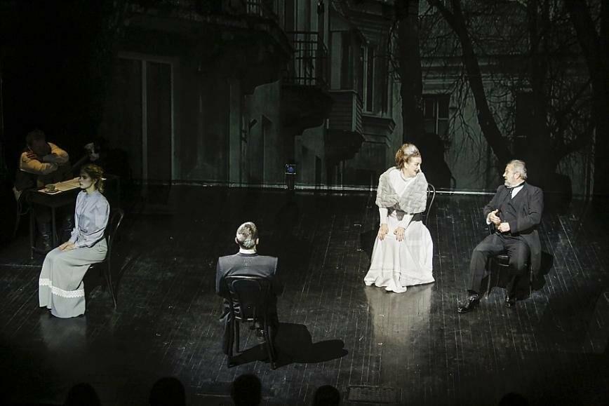 Лучшие и новые проекты малой сцены в Псковском академическом театре драмы в апреле, фото-4