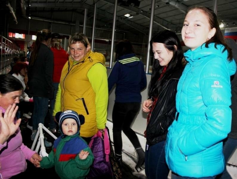 Для юных псковичей организовали праздник на льду, фото-1