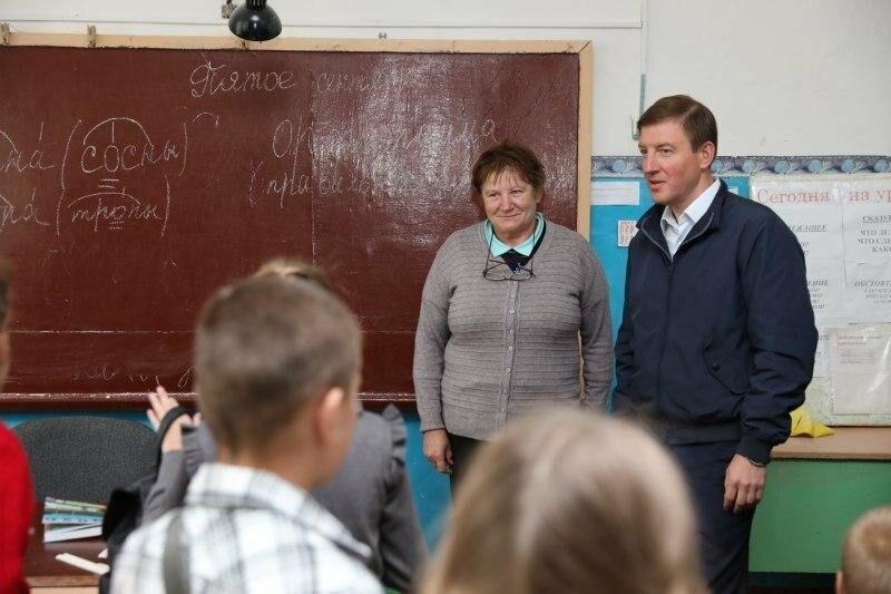 Губернатор оценил отремонтированный спортзал и пообщался с учениками Воронцовской школы, фото-2
