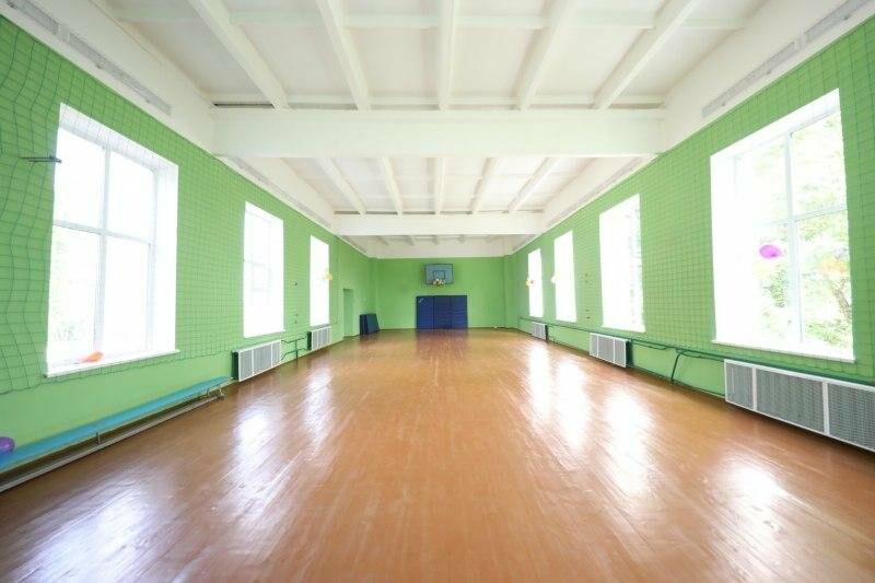 Губернатор оценил отремонтированный спортзал и пообщался с учениками Воронцовской школы, фото-1