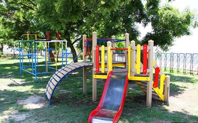 В Пскове началась установка детских площадок, фото-1