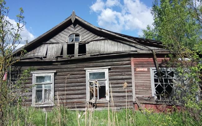 В Пскове осуществлён плановый снос двух аварийных домов, фото-1