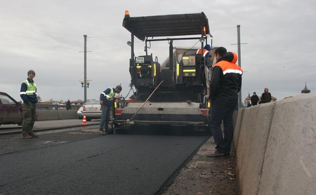 Работы по ремонту асфальтового покрытия на Ольгинском мосту планируется завершить досрочно, фото-1