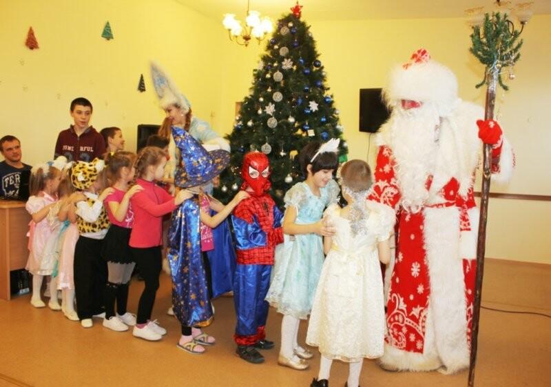 Веселый праздник подарили детям псковские полицейские и общественники, фото-1