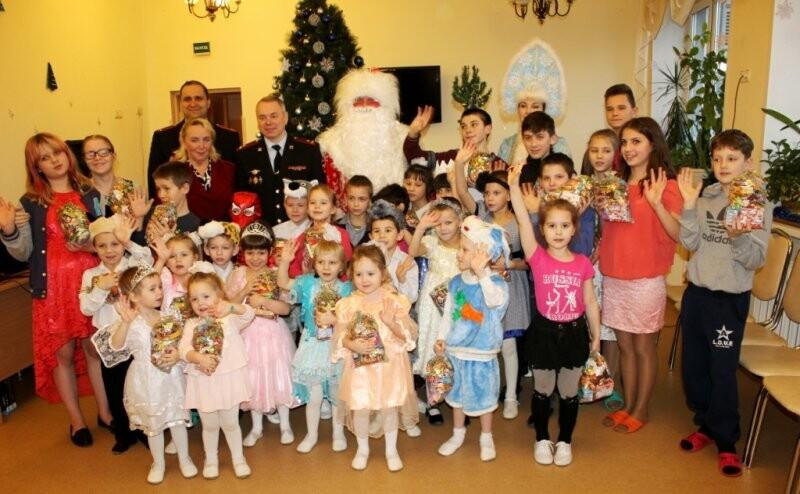 Веселый праздник подарили детям псковские полицейские и общественники, фото-4