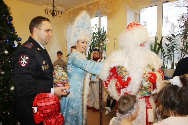 Веселый праздник подарили детям псковские полицейские и общественники, фото-2