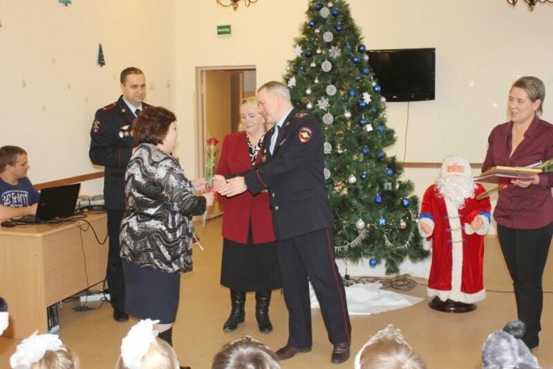 Веселый праздник подарили детям псковские полицейские и общественники, фото-3