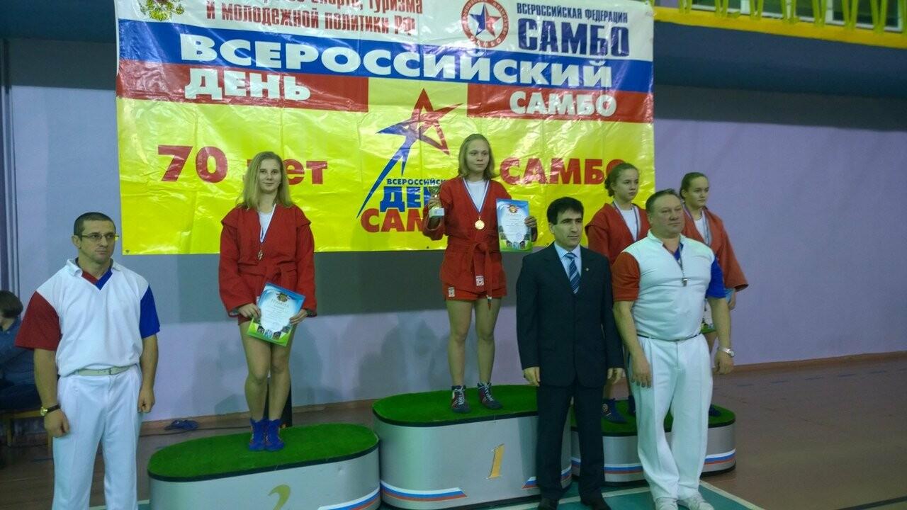 Псковские спортсмены завоевали медали на турнире по самбо в Мурманской области , фото-1