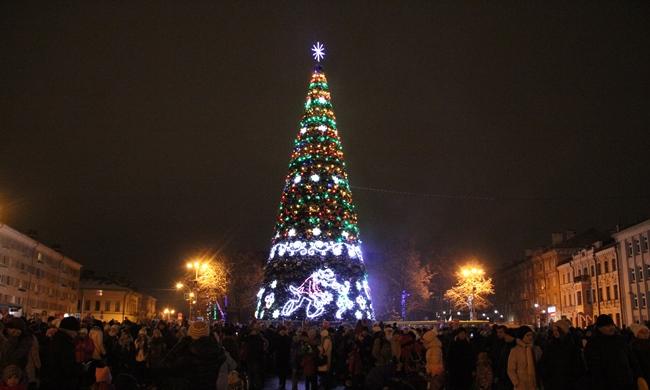 В Пскове приступили к демонтажу новогоднего убранства, фото-1