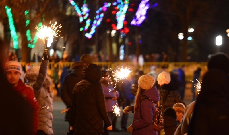 В Пскове приступили к демонтажу новогоднего убранства, фото-2