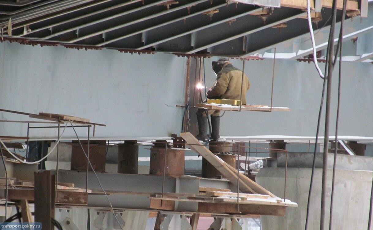 В Великих Луках продолжается строительство автодорожного путепровода через железную дорогу, фото-2