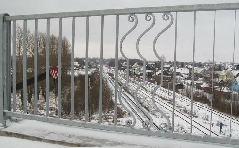 В Великих Луках продолжается строительство автодорожного путепровода через железную дорогу, фото-1