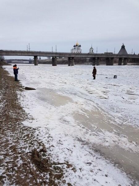 Сотрудники псковского ГИМС предупредили рыбаков об опасности выхода на лёд, фото-2
