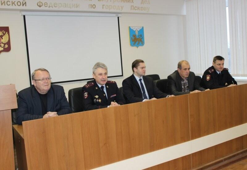 В Пскове студенты начали стажировку в полиции, фото-1