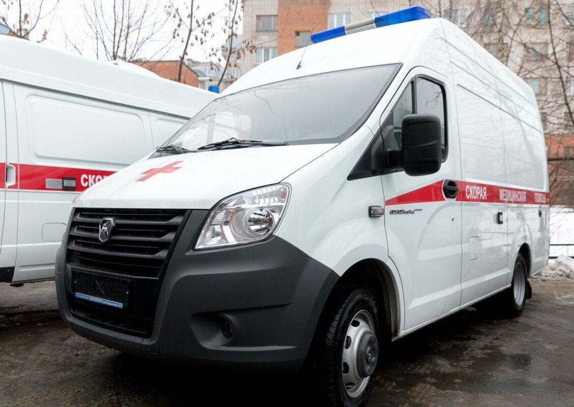 Главврачам Псковских областных больниц вручили ключи от новых машин скорой помощи, фото-1