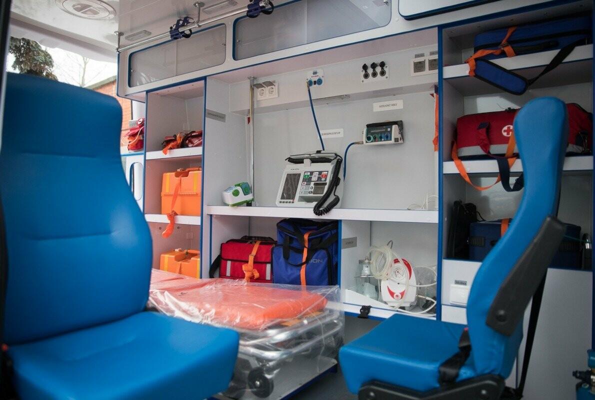 Главврачам Псковских областных больниц вручили ключи от новых машин скорой помощи, фото-4