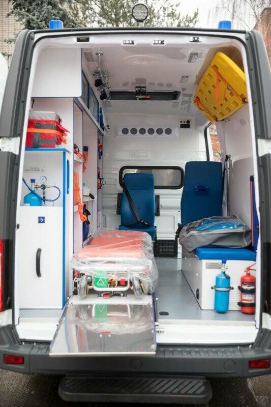 Главврачам Псковских областных больниц вручили ключи от новых машин скорой помощи, фото-5
