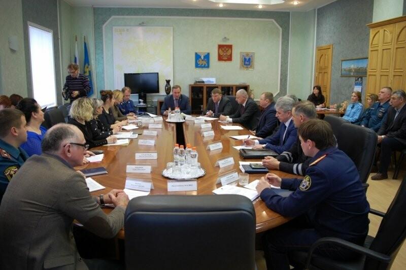 В Администрации Пскова состоялось награждение памятными медалями МЧС России, фото-1