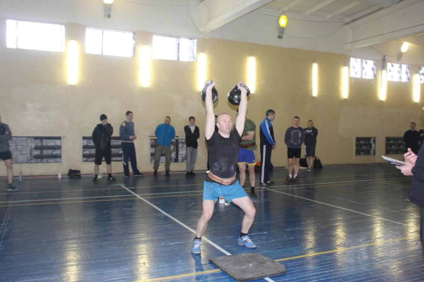 В Пскове состоялись соревнования по гиревому спорту между командами Росгвардии , фото-1