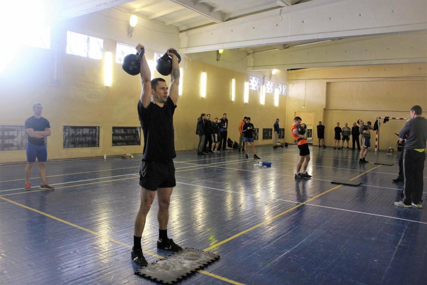 В Пскове состоялись соревнования по гиревому спорту между командами Росгвардии , фото-3