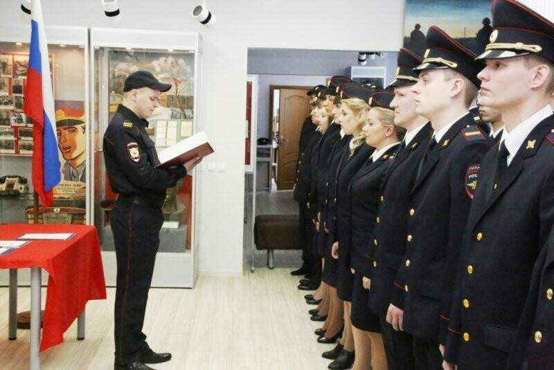 21 марта ряды псковской полиции пополнились новобранцами, фото-2