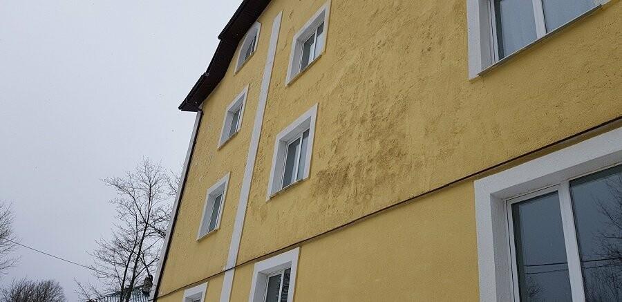 Псковские активисты ОНФ добиваются устранения недоделок в новых домах для переселенцев в Печорах, фото-1
