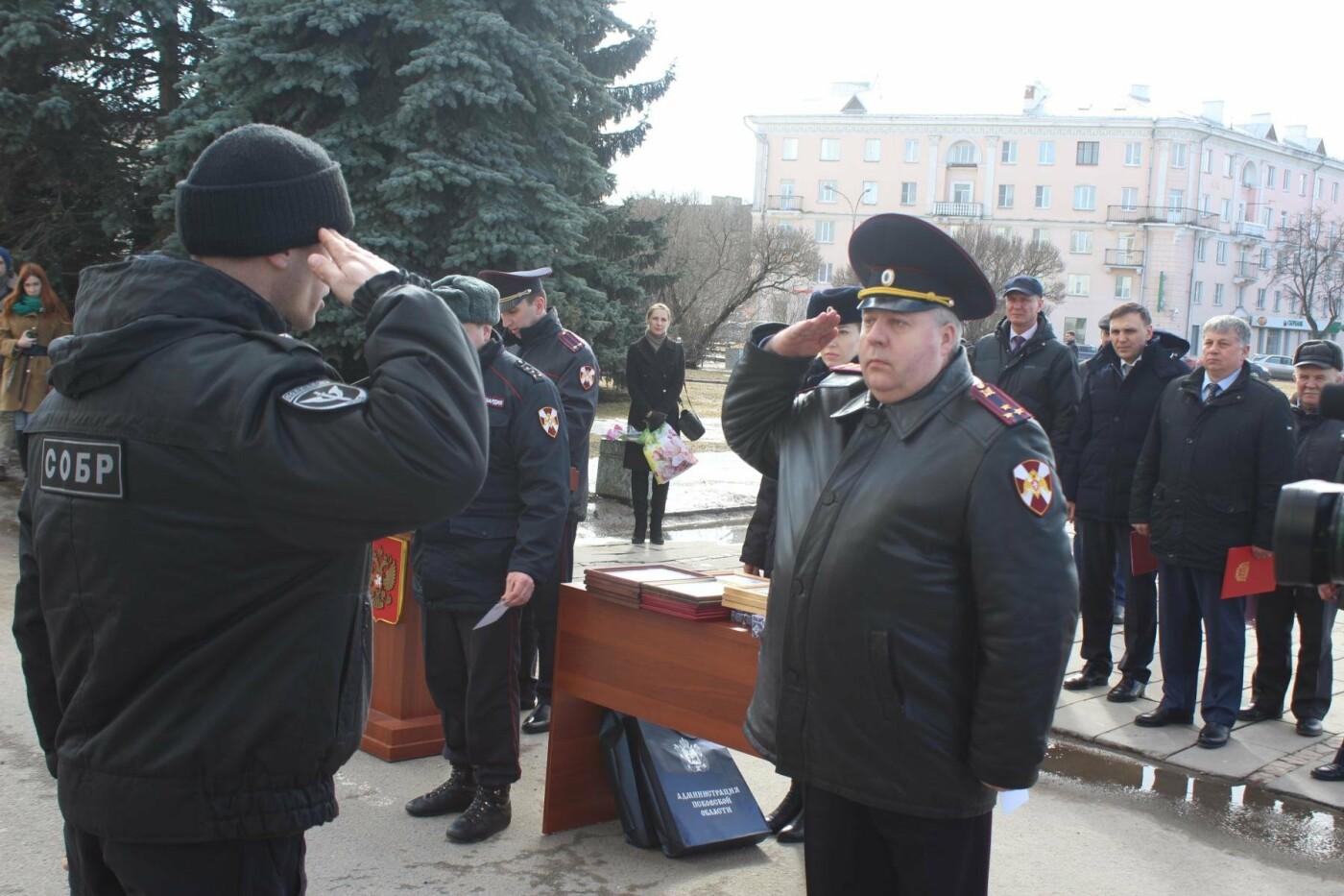В Пскове состоялся гарнизонный развод нарядов Росгвардии, заступающих на службу по охране общественного порядка, фото-3