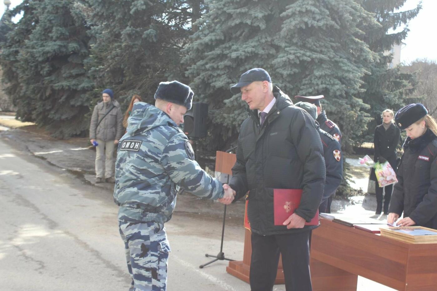 В Пскове состоялся гарнизонный развод нарядов Росгвардии, заступающих на службу по охране общественного порядка, фото-4
