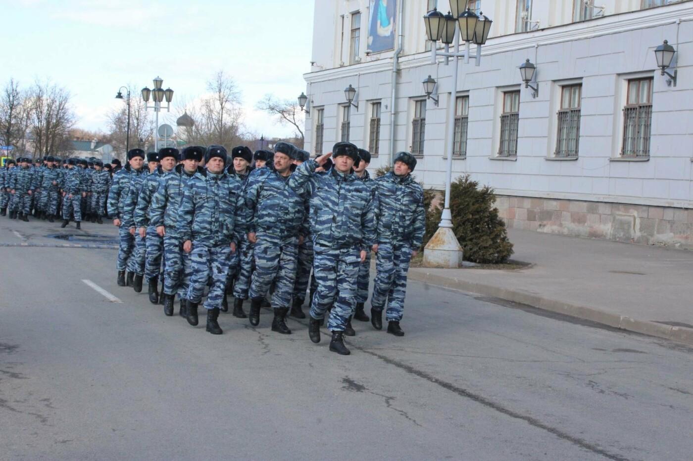 В Пскове состоялся гарнизонный развод нарядов Росгвардии, заступающих на службу по охране общественного порядка, фото-6