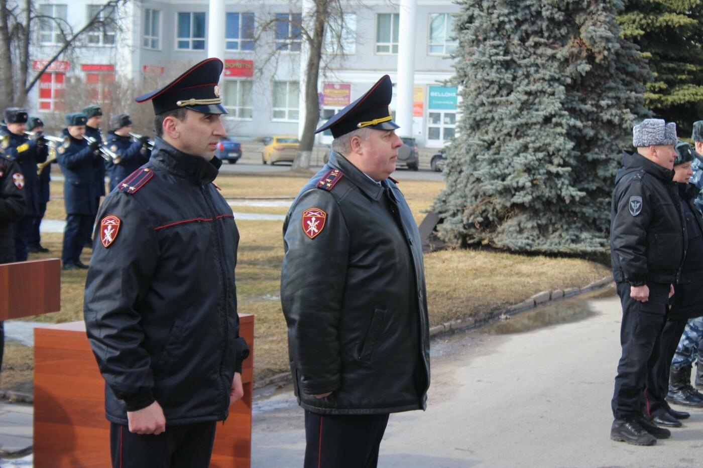 В Пскове состоялся гарнизонный развод нарядов Росгвардии, заступающих на службу по охране общественного порядка, фото-1