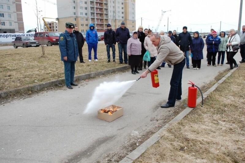 В Пскове прошли занятия по пожарной безопасности в «Ледовом дворце», фото-2