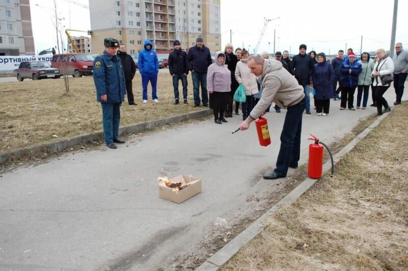 В Пскове прошли занятия по пожарной безопасности в «Ледовом дворце», фото-1