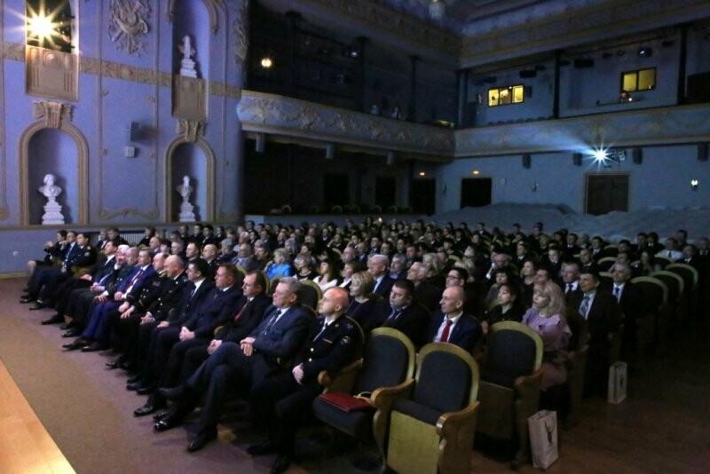 В Пскове следователей поздравили с праздником, фото-2
