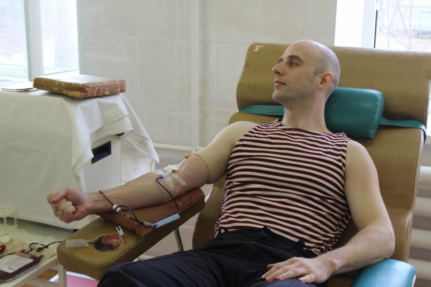 Псковские Росгвардейцы приняли участие в добровольной сдаче крови, фото-2