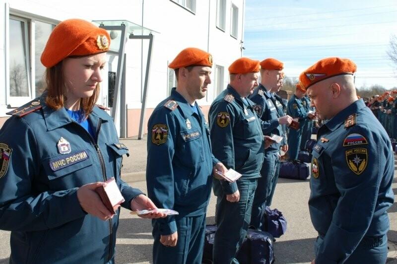 У Псковских МЧС прошел строевой смотр в связи с переходом на летнюю форму одежды, фото-2