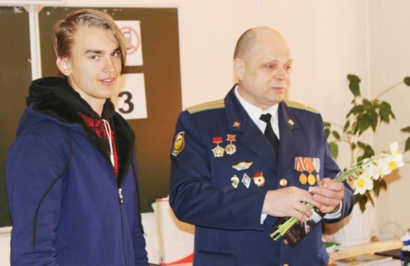 В Пскове полицейские и общественники организовали  для учащихся Урок мужества, фото-3