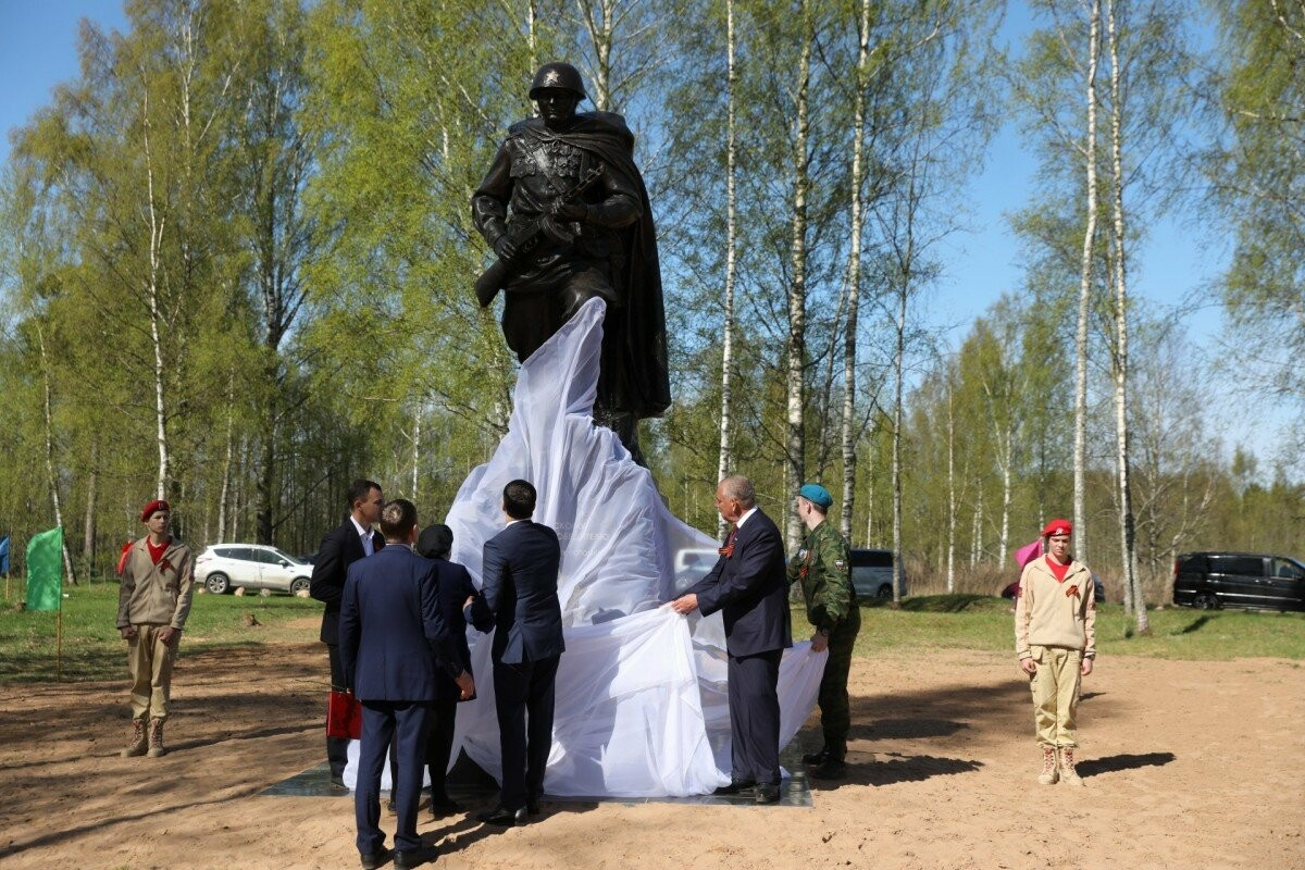 В канун Дня Победы в Псковской области открыли памятник Советскому Солдату-Победителю, фото-1