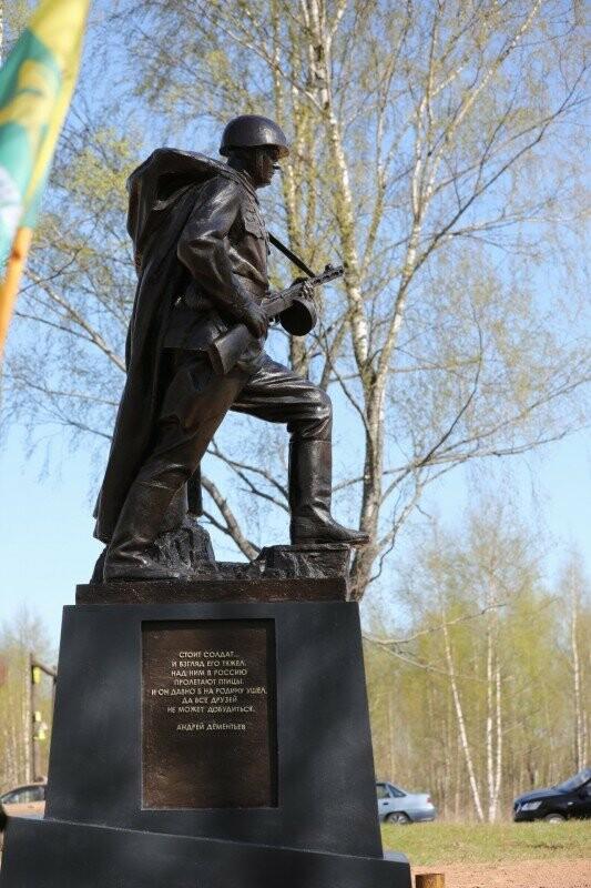 В канун Дня Победы в Псковской области открыли памятник Советскому Солдату-Победителю, фото-2