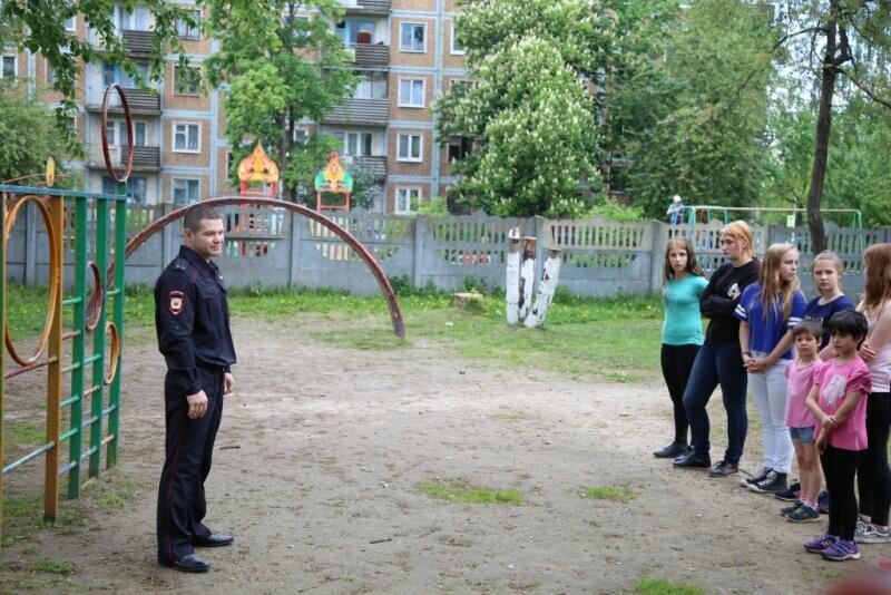 Подопечные псковского детского дома сделали зарядку со стражем порядка, фото-1
