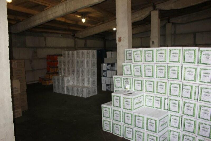 Более 40 тысяч бутылок немаркированного алкоголя на сумму 6,5 миллионов рублей изъяли псковские полицейские, фото-3