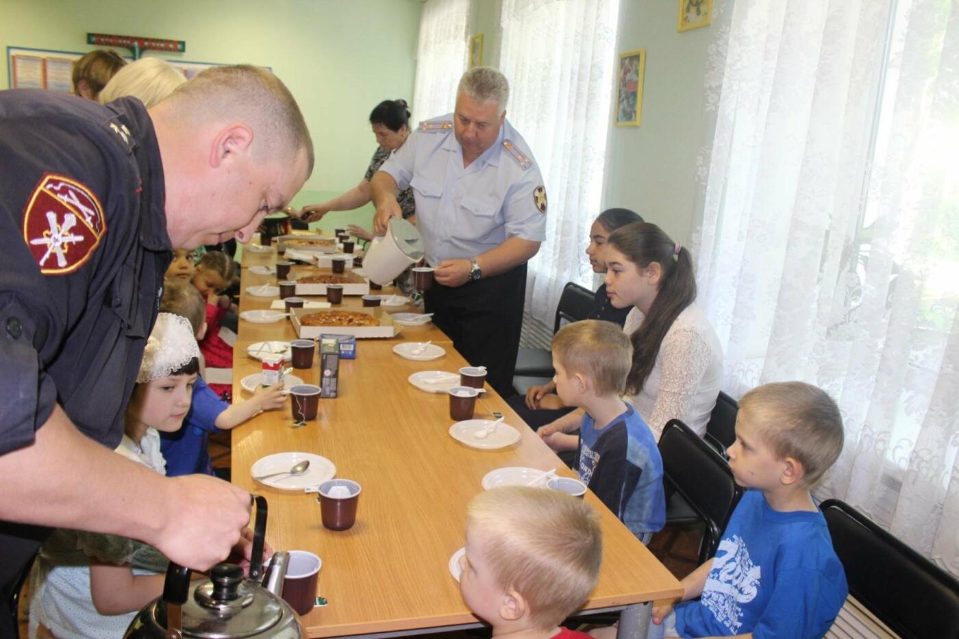 Псковские Росгвардейцы посетили «Областной центр семьи», фото-1