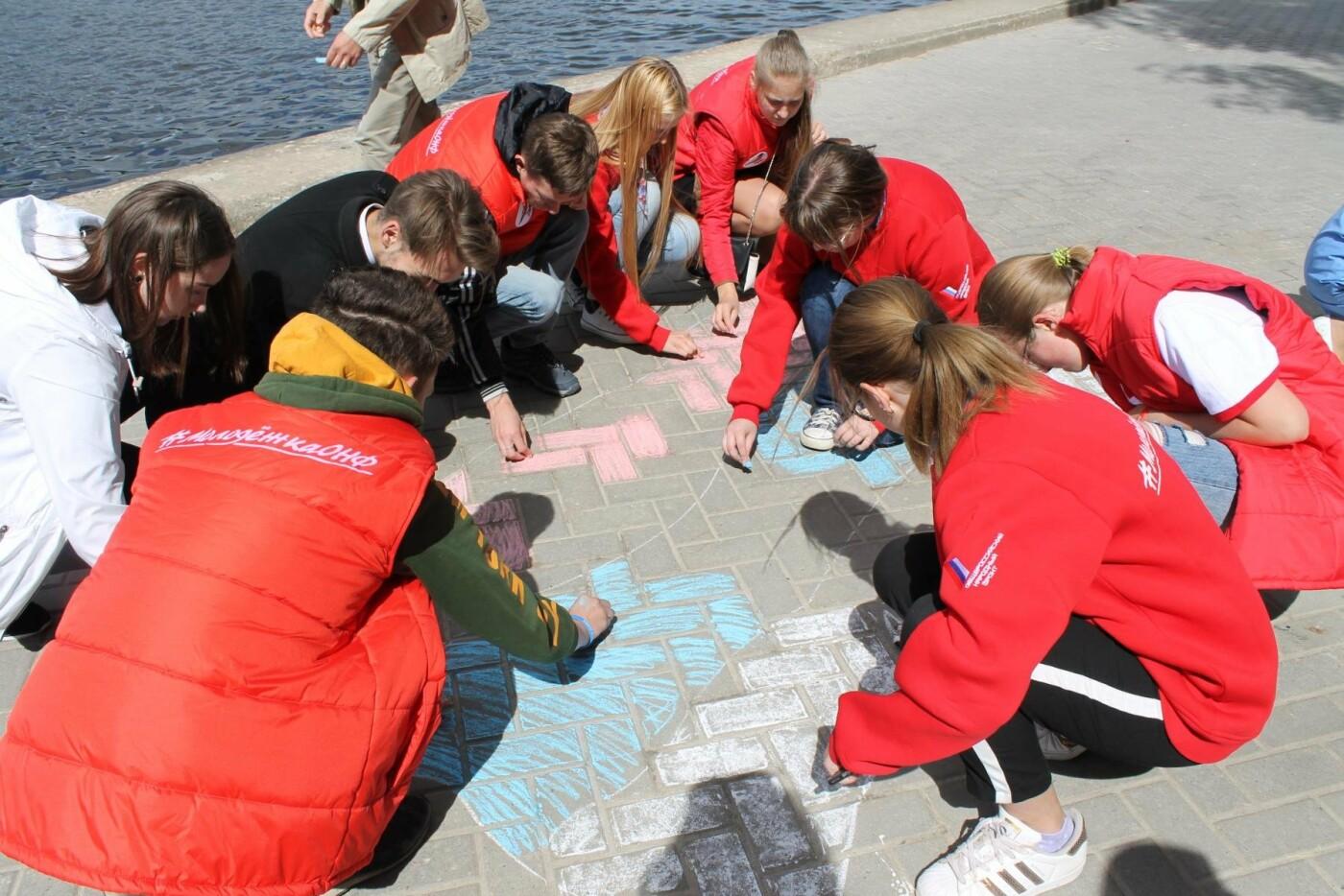 «Молодежка ОНФ» в Псковской области провела акцию ко Дню России, фото-3