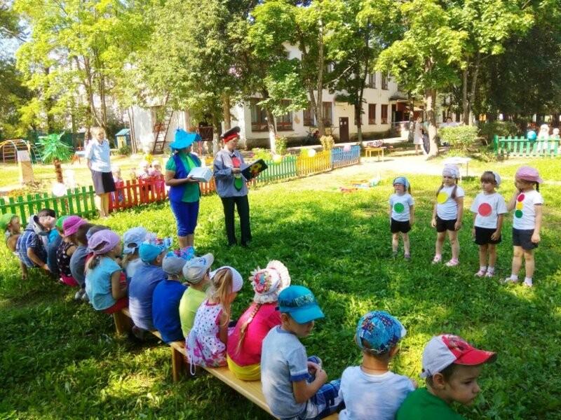 В Великих Луках для юных горожан провели игру «В стране синьора Светофора», фото-4