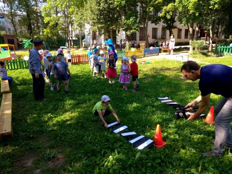 В Великих Луках для юных горожан провели игру «В стране синьора Светофора», фото-1
