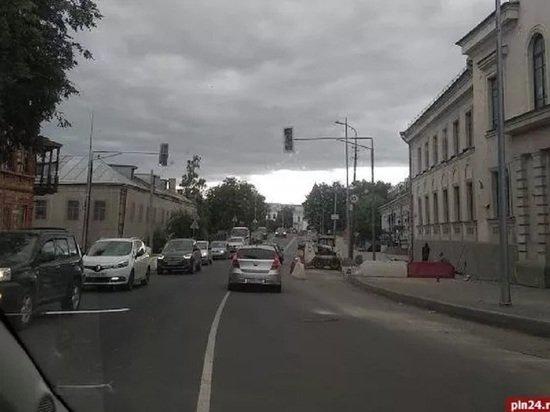 В Пскове на улице Л.Поземского появился новый светофор , фото-1