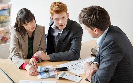 Кредитный брокер по кредитованию юридических лиц просит деньги в долг